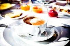 Café da manhã delicioso em um restaurante do hotel fotos de stock