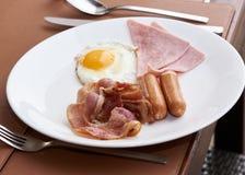 Café da manhã delicioso na tabela no restaurante fotografia de stock