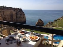 Café da manhã do Algarve com uma vista Fotografia de Stock Royalty Free