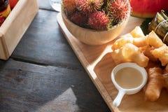 Café da manhã do aperitivo da vara chinesa da massa, do leite condensado e do r fotografia de stock