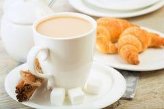 Café da manhã do croissant Fotos de Stock Royalty Free