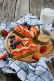 Café da manhã do Dia da Independência - brinde com morango e mirtilo Imagem de Stock Royalty Free
