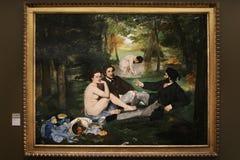 Café da manhã do ` da pintura no ` da grama por Eduard Manet 1863 Localizado no ` Orsay do museu d paris 01 10 2011 fotografia de stock royalty free