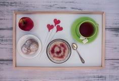 Café da manhã em uma bandeja Fotos de Stock Royalty Free