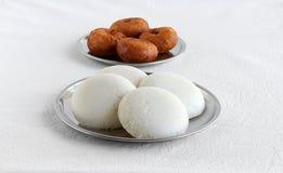 Café da manhã indiano sul saudável e Vada do vegetariano de Idli fotografia de stock royalty free