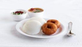 Café da manhã indiano sul saudável e Vada do vegetariano de Idli fotos de stock