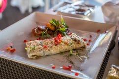 Café da manhã mexicano da omeleta com banana-da-terra foto de stock