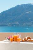 Café da manhã no balcão, fora fotos de stock royalty free