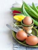 Café da manhã da Páscoa, chá alto, ajuste da tabela para um jantar festivo imagens de stock royalty free