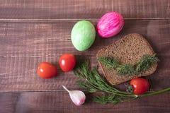 Café da manhã da Páscoa com ovo e erva-doce Café da manhã generoso imagens de stock royalty free