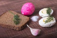 Café da manhã da Páscoa com ovo e erva-doce Café da manhã generoso fotografia de stock