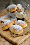 Café da manhã pequeno dos bolos fritos Fotos de Stock