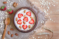 Café da manhã preparado saudável do papa de aveia da farinha de aveia com fotografia de stock royalty free