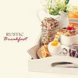 Café da manhã rústico. imagem de stock royalty free