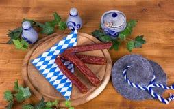 Café da manhã rústico com salsichas Fotos de Stock