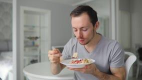 Café da manhã saboroso antropófago novo com apreciação em casa filme
