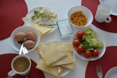 Café da manhã saboroso do ajuste imagens de stock royalty free