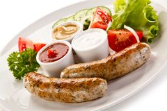 Café da manhã - salsichas e vegetais brancos fritados Foto de Stock