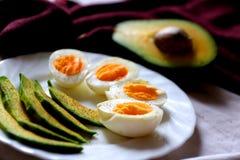 Café da manhã saudável - abacate e ovos Imagens de Stock Royalty Free