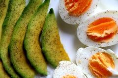 Café da manhã saudável - abacate e ovos Foto de Stock Royalty Free