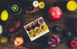 Café da manhã saudável ajustado na tabela de madeira rústica Imagem de Stock Royalty Free