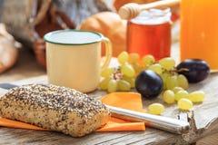 Café da manhã saudável com frutos frescos e mel fotos de stock royalty free