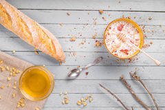 Café da manhã saudável com muesli e mel Imagens de Stock Royalty Free