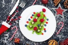 Café da manhã saudável do petisco da sobremesa do Natal para crianças foto de stock
