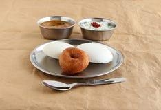 Café da manhã saudável indiano do vegetariano de Idli e de Vada fotos de stock