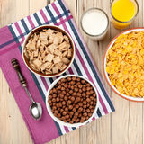 Café da manhã saudável na tabela de madeira Imagens de Stock