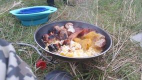 Café da manhã selvagem do acampamento Foto de Stock