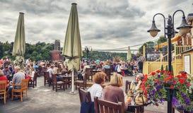 Café da rua na ária de Clifton de Bristol Fotos de Stock Royalty Free