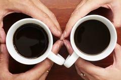 Café dans des mains Photo libre de droits