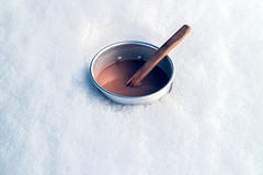 Café dans la neige Photographie stock