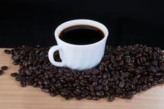 Café dans la tasse blanche, vue de 45 degrés Images libres de droits