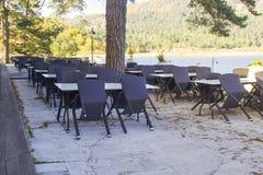 Café, das auf die Besucher der Jahreszeit wartet lizenzfreie stockfotografie