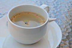 Café de café express dans la tasse images libres de droits