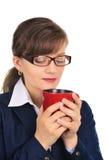 Café de cheiro da mulher de negócios atrativa Foto de Stock