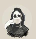 Café de consumición de la muchacha morena Imagen de archivo