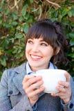 Café de consumición de la mujer de negocios Foto de archivo libre de regalías