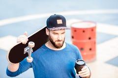 Café de consumición de Skateman al aire libre Imagen de archivo