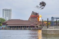 Café de forêt tropicale avec Volcano Explosion photographie stock libre de droits