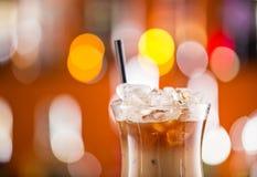 Café de gelo na mesa da barra Fotos de Stock Royalty Free