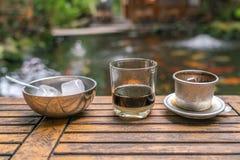 Café de gelo vietnamiano com leite condensado imagem de stock