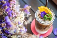 Café de hielo con el jarabe anaranjado Fotografía de archivo libre de regalías