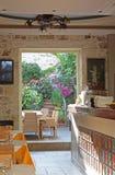 Café de jardin en Crète Images libres de droits