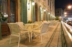 Café de la calle en la noche Foto de archivo