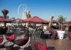 Café de la calle en la nueva playa pública - residencia JBR i de la playa de Jumeirah Imágenes de archivo libres de regalías