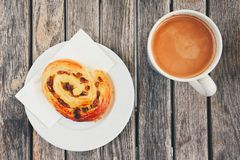 Café de la mañana con con los pasteles dulces Fotografía de archivo libre de regalías