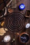 Café de la mañana con las galletas belgas en la tabla antigua Foto de archivo libre de regalías